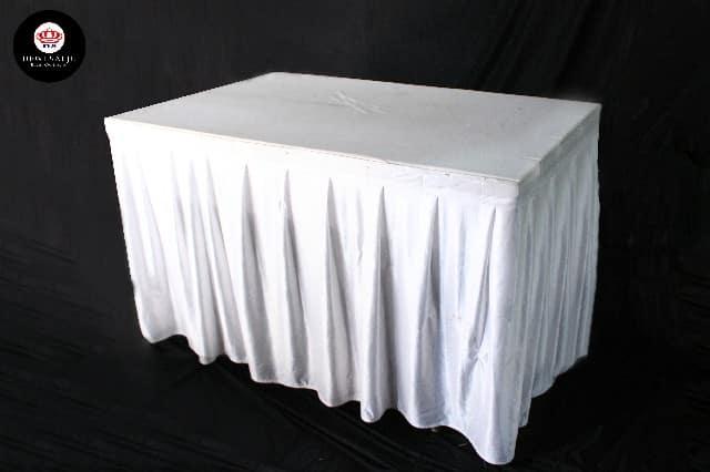 Meja kotak cover putih