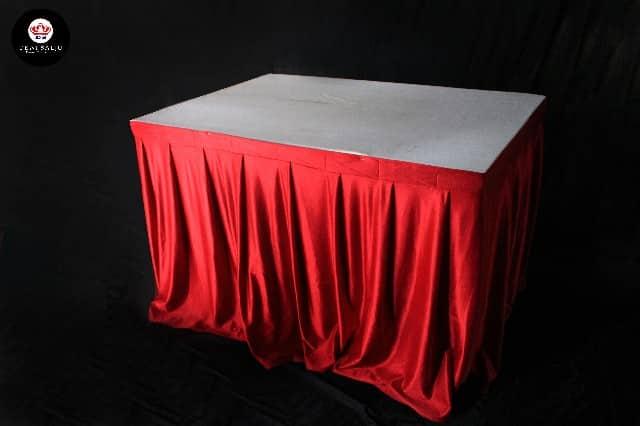 Meja kotak cover merah