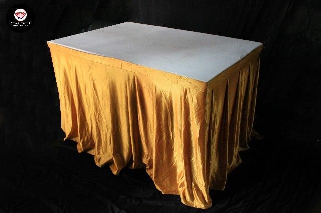 Meja kotak cover gold